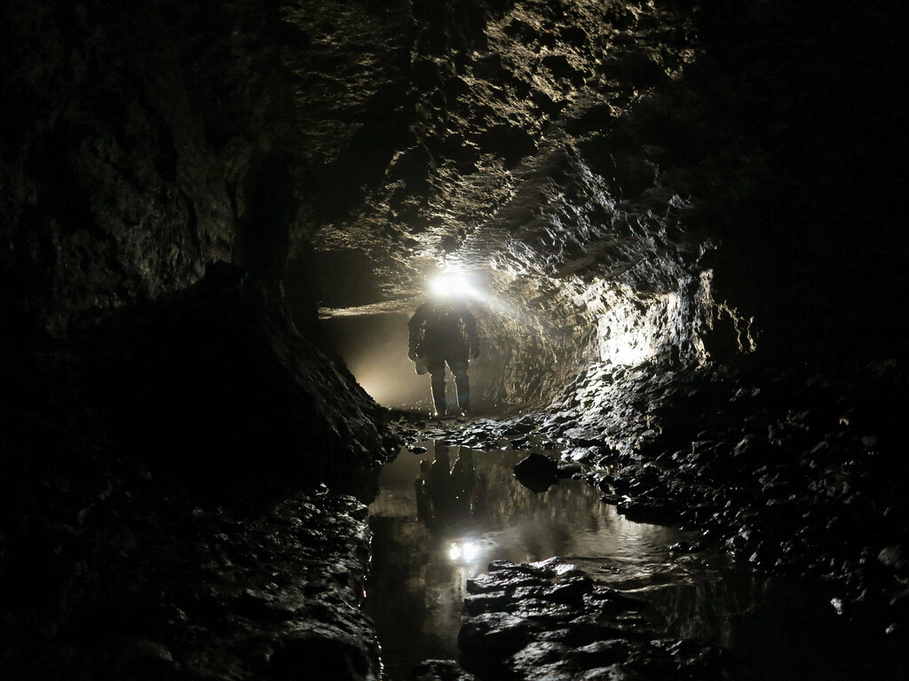 Strange microbes found living in caves of sulfuric acid
